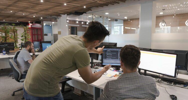 Vale a pena investir em uma fábrica de software?