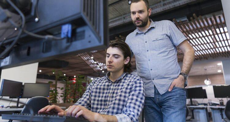 O que levar em conta ao contratar um projeto de software?